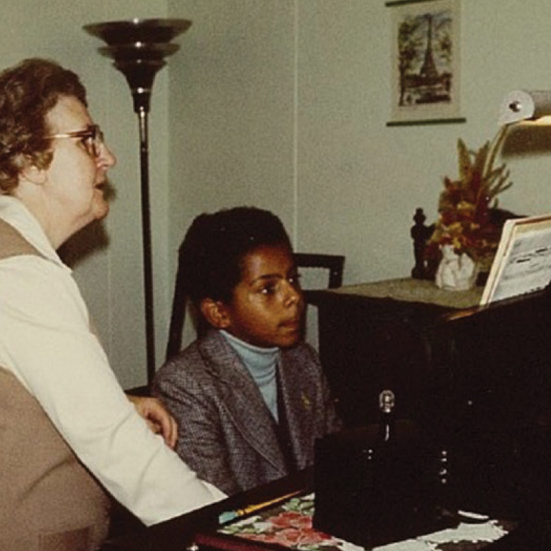 Gregory Charles apprend le piano