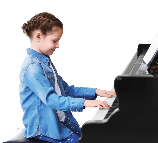 Enfant apprenant le piano